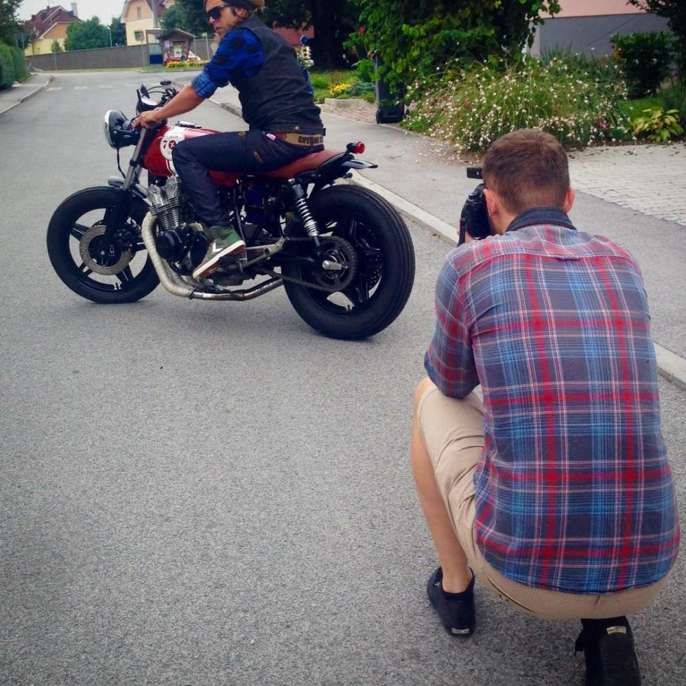 Photoshoot for gipsyandclown caferacer belt with 7sevencustoms honda CB750 RedSunhellip