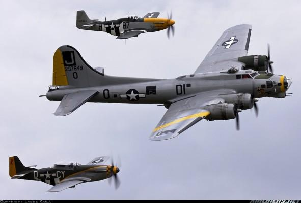 1375985 591x400 Boeing B 17 Flying Fortress