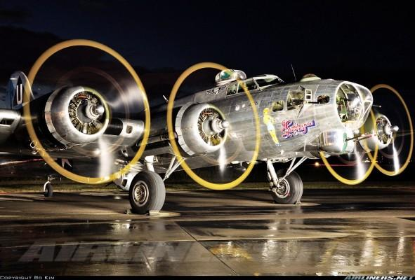 2164851 591x400 Boeing B 17 Flying Fortress