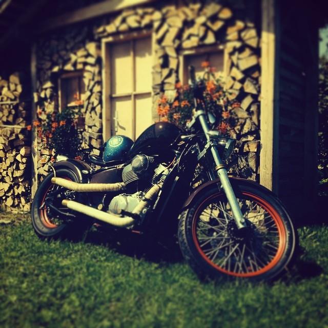 #77c shadow #bobber #honda #vintage #motorcycle #loudpipes #bluehelmet #redroses #77 #7seven #custom #kustom #7sevencustoms #wood