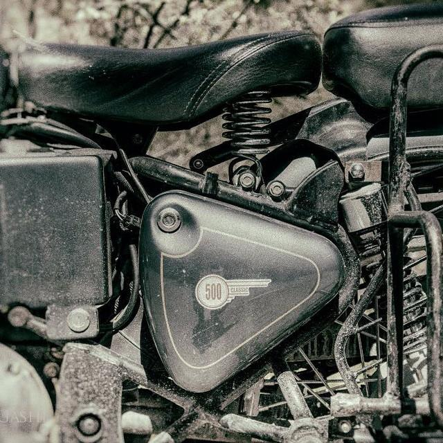 #royalenfield #classic #motorcycle #moto #india #77 #77c #7seven #7sevencustoms more pictures @ http://7seven.si